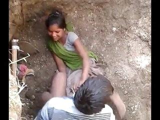 apni  hindu girlfreand ko uske chchera bhai ke shath pkra